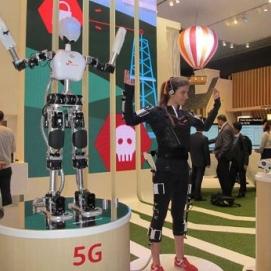 Image Keren, Teknologi 5G Bisa Kendalikan Robot Seperti di Film