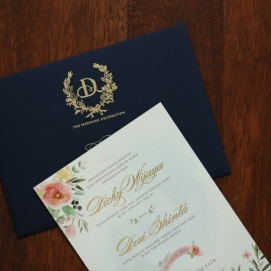 Image Creating A Wedding Invitation With Beautiful Design
