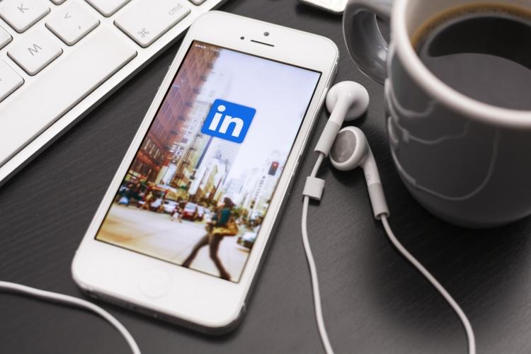 image LinkedIn Gunakan Email 18 Juta Non-Pengguna Untuk Iklan di Facebook
