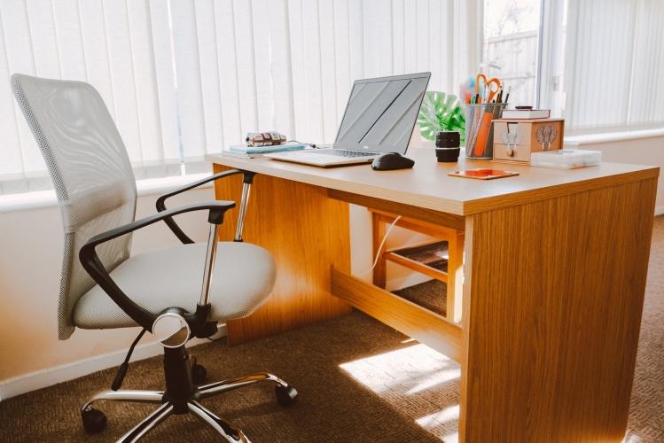 image 5 Jenis Material Kursi, Mana yang Paling Cocok untuk Kantor Anda?